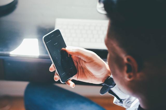 sociální sítě na mobilu