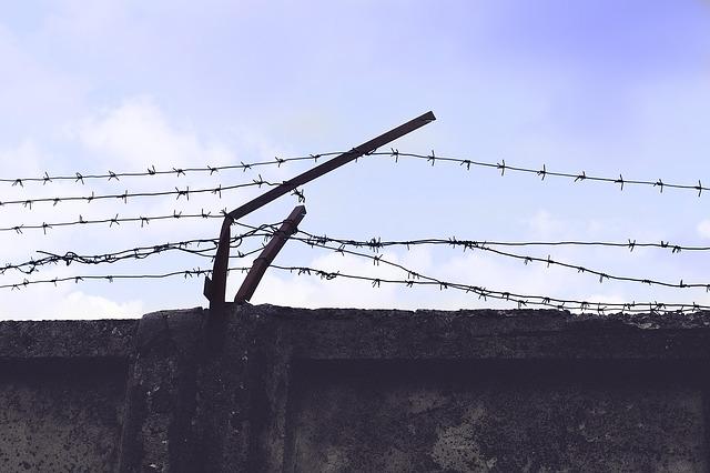 Zeď věznice.jpg