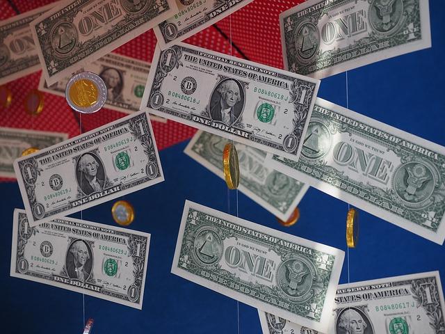 money-rain-505602_640